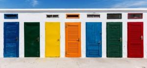 Những lưu ý khi phun sơn cửa gỗ giúp cửa luôn sáng bóng như mới