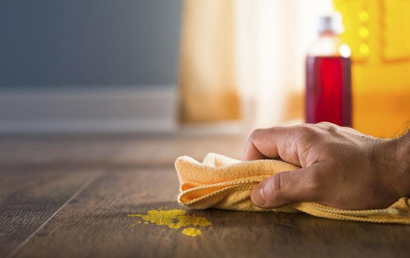 Cách tẩy sơn nhà bằng xà phòng và nước